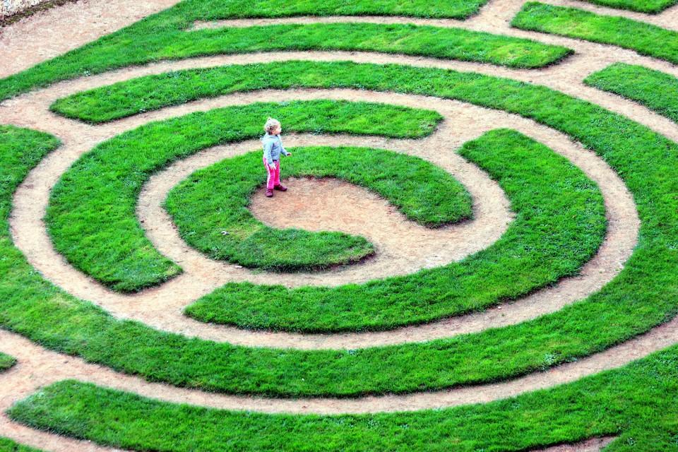 maze-4913643_1920.jpg
