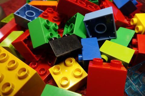 lego-blocks-2458575_1920.jpg