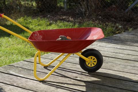 wheelbarrow_1.jpg